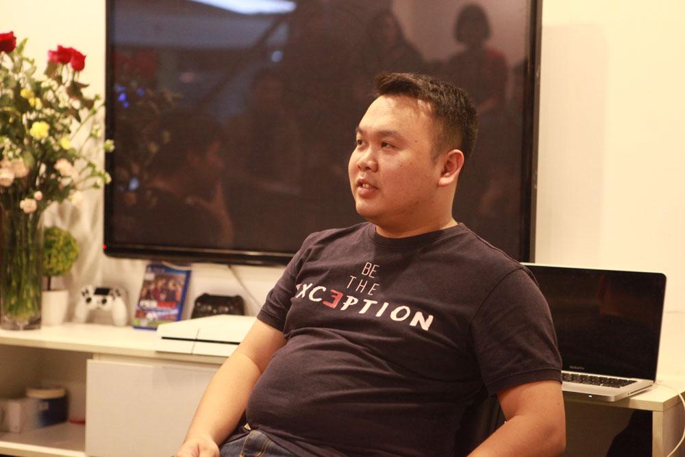 Giám đốc Công nghệ Phí Ngọc Chi lắng nghe và cùng chia sẻ với các bạn. Cũng như mọi lần, anh là người có sức hấp dẫn trong từng câu chuyện cả về cuộc đời và công việc.