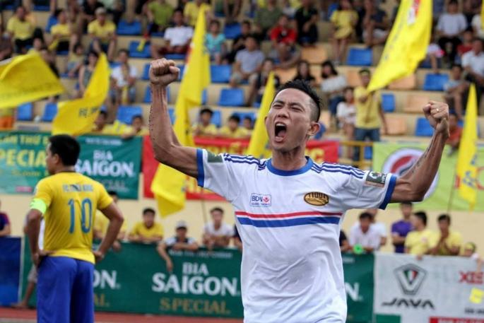 Tiền đạo gốc Triệu Sơn, Thanh Hóa ăn mừng bàn thắng giúp Moon thắng Triều Khúc ở vòng 9 HPL-S3